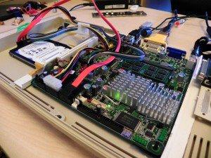 D945GSEJT w obudowie C64